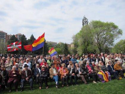 Cientos de personas rinden homenaje a las víctimas del franquismo