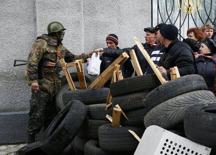 Las milicias prorrusas toman la sede del Servicio de Seguridad de Ucrania en Slaviansk