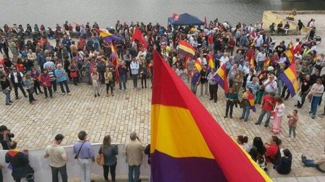Manifestación en Sevilla a favor de la III Republica Española