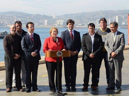 Bachelet manda a sus ministros a explicar la reforma tributaria