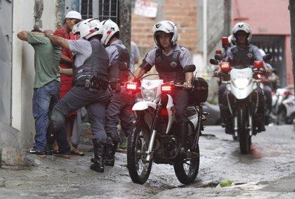 Al menos 150 desalojados acampan frente a la Alcaldía
