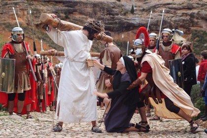 La Rompida de la Hora, el Drama de la Cruz y la procesión del Santo Entierro, en Alcorisa