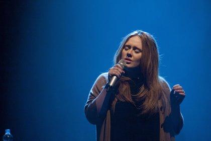 Adele y Arctic Monkeys, los artistas más escuchados en el trabajo