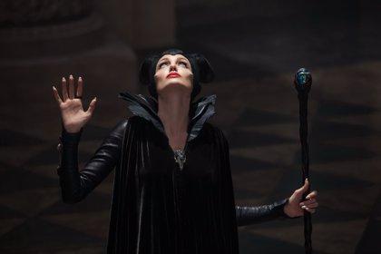 Aurora, las hadas madrinas y una espectacular bruja en las nuevas imágenes de 'Maléfica'