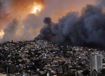 Declaran la alerta roja en la comuna de San Antonio por un incendio forestal