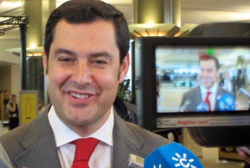 Juan Manuel Moreno atiende a los medios en Bruselas