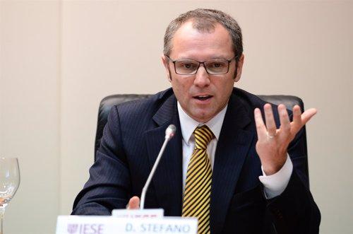 Stefano Domenicali, director de la escuderia Ferrari da una charla en el IESE