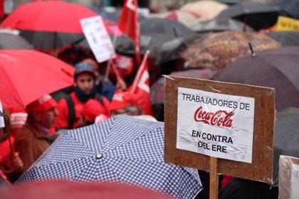 Trabajadores de la embotelladora de Coca-Cola siguen con movilizaciones contra el cierre de Fuenlabrada