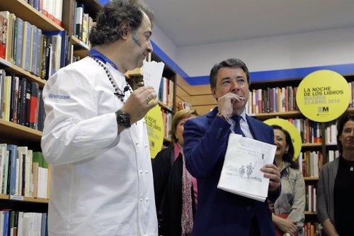 FOTOS DEL PRESIDENTE GONZÁLEZ DURANTE LA PRESENTACIÓN DE LA NOCHE DE LOS LIBROS