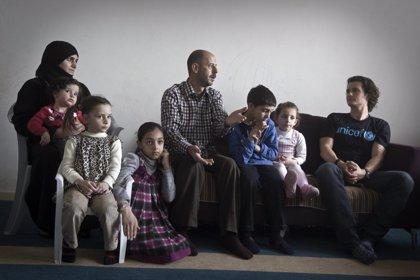 """Orlando Bloom visita a familias de refugiados sirios sumidas en """"la mayor crisis humanitaria del mundo"""