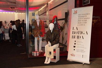 La 'Tienda Vacía' de La Maquinista recauda 275 kilos de ropa en sólo tres días