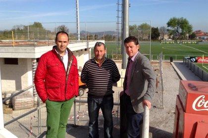 Torrelavega.- Los nuevos vestuarios del complejo deportivo Santa Ana en Tanos estarán concluidos a finales de mayo