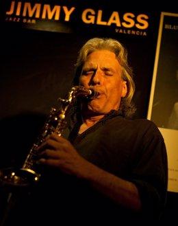 Perico Sambeat durante una actuación en Jimmy Glass.