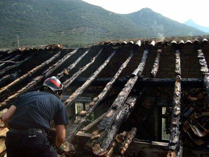 Un incendio destruye una casa en Tiebas, sin producirse heridos ni intoxicados