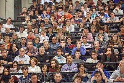 Unas 400 personas asisten a la segunda Jornada de Puertas Abiertas de la UPNA