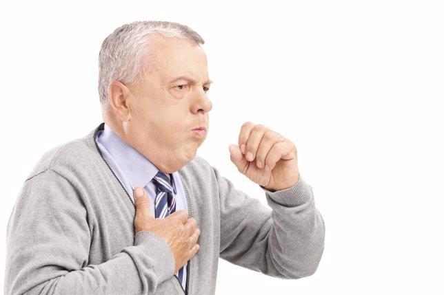 Persona tosiendo