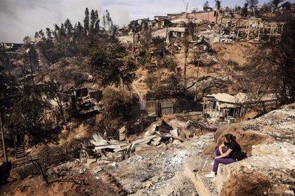 Suben a 12.500 los damnificados por el incendio en Valparaíso