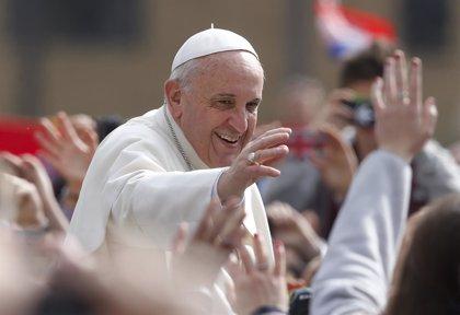 Francisco lavará los pies a doce ancianos y personas con discapacidad