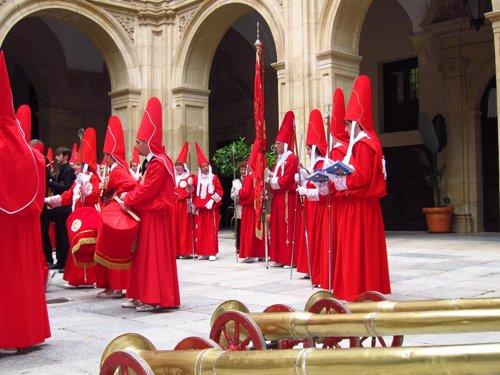 Procesión Miércoles Santo Murcia, Los 'Coloraos' En El Palacio Episcopal