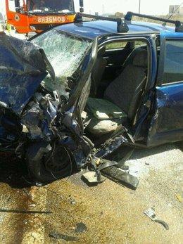 Imagen de uno de los coches siniestrados en Requena