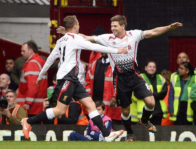 El Liverpool recupera el liderato desde el punto de penalti