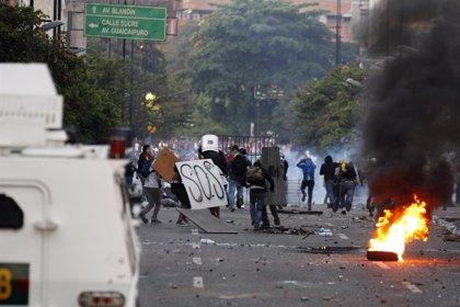 Batalla campal entre manifestantes y policías en Chacao