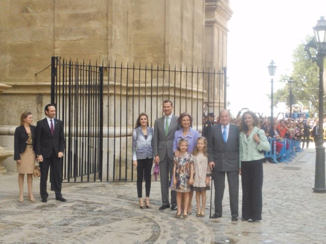 La Familia Real con Bauzá y Salom