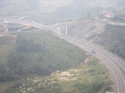 Cuatro heridos graves y 13 leves en los 35 accidentes registrados en Asturias durante Semana Santa