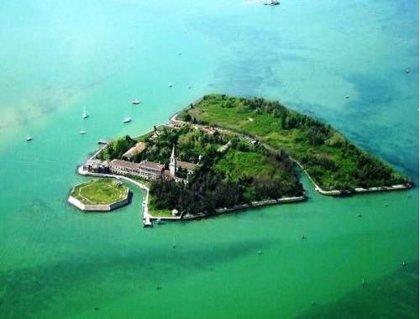 Esta isla en Venecia está en venta y se cuentan historias terroríficas sobre ella