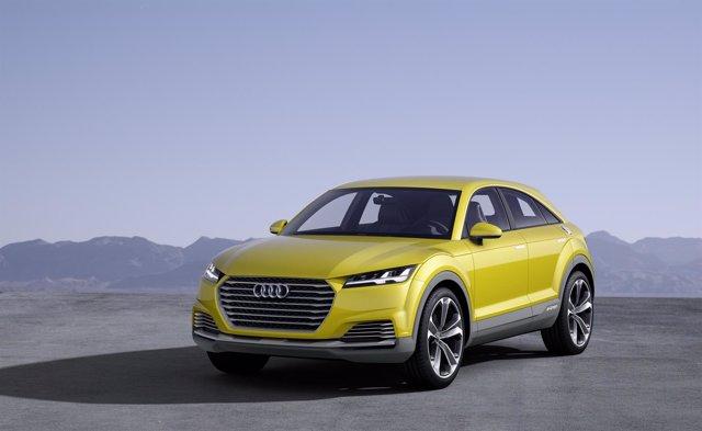 Audi muestra el 'concept' TT offroad, híbrido enchufable de 408 caballos