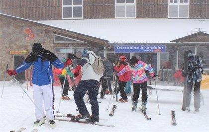 Granada.-Turismo.-Sierra Nevada registra entre 5 y 10 centímetros de nieve nueva para iniciar la temporada de primavera