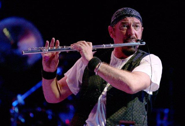 El Flautista Ian Anderson, De Jethro Tull En Un Concierto