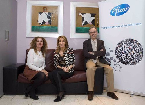 Expertos participantes en un acto de la Semana Mundial de la Vacunación