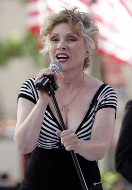 Deborah Harry, cantante del grupo Blondie en concierto