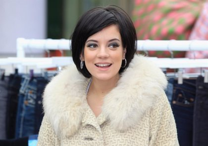 Lily Allen nombra a Rihanna, Katy Perry, Beyoncé, Lorde y Lady Gaga en su nuevo single