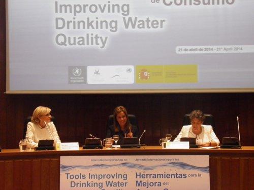 María Neira (OMS), Ana Mato y Margarita Maestu (ONU), durante la inauguración