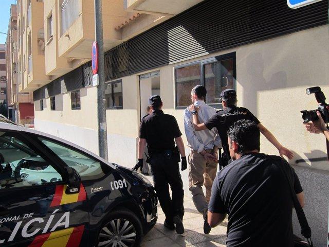 Juan Cuenca a su entrada a los juzgados por el crimen de los holandeses