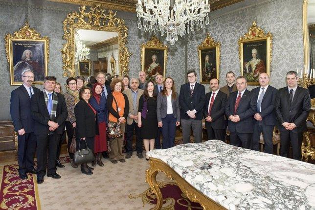 Iribas recibe a los miembros de las delegaciones navarra y turca