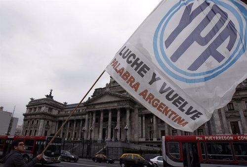 Recurso Del Congreso De Argentina Con Una Bandera De YPF