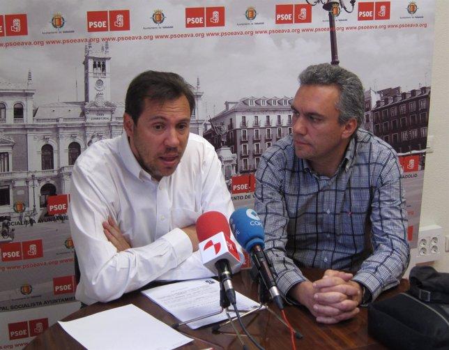 Los concejales socialistas Óscar Puente y Javier Izquierdo
