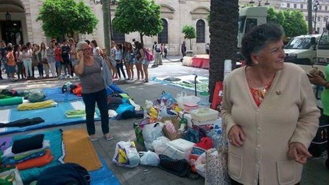 Acampada de la Corrala en la Plaza Nueva.