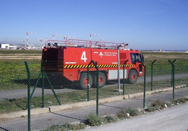 Vehículo De Bomberos En El Aeropuerto De El Altet