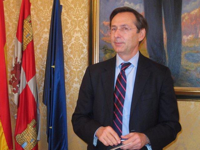 Gonzalo Robles en el Ayuntamiento de Salamanca