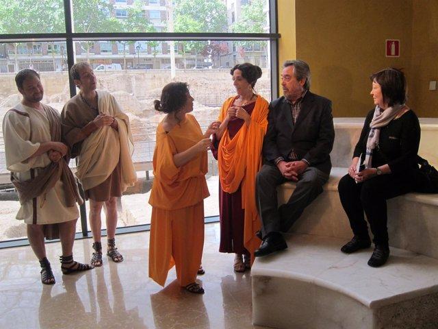 Belloch conversa con romanos en una recreación del bimilenario muerte Augusto