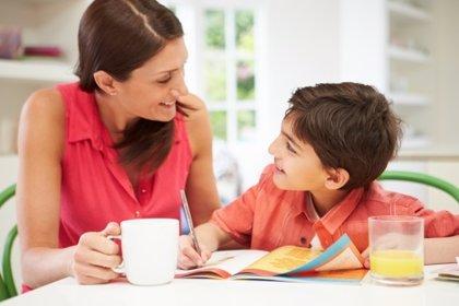 Estudiar con mamá, ¿es bueno o malo?