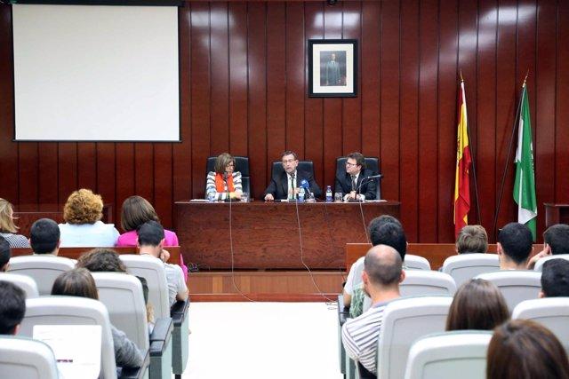 Manuel Gracia da una conferencia en la Facultad de Derecho de la UMA