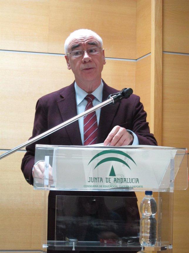 Luciano Alonso, consejero de Educación, Cultura y Deporte, en rueda de prensa