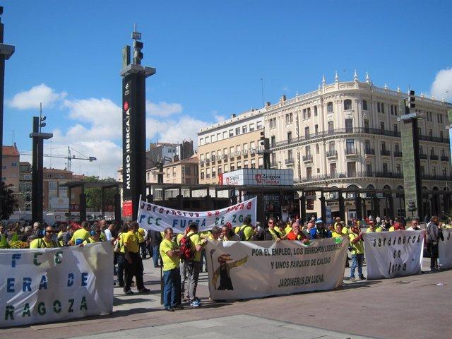 Concentración de FCC Parques y Jardines frente al Ayuntamiento