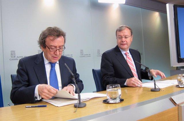 Silván (d) durnate la rueda de prensa posterior al Consejo de Gobierno