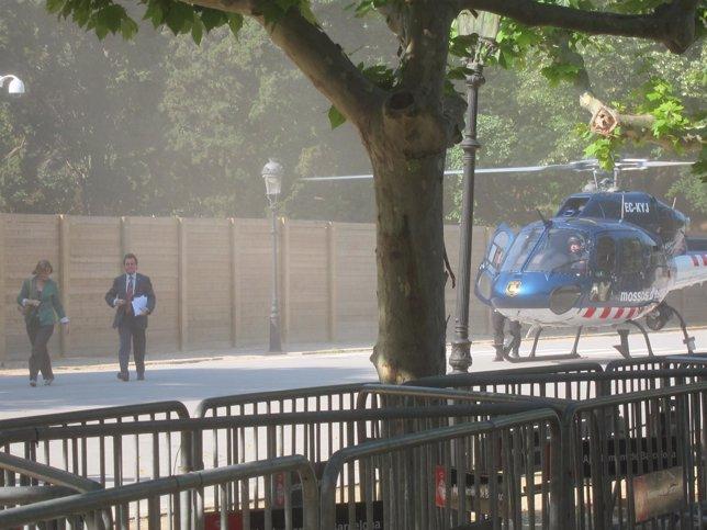 Núria De Gispert Y Artur Mas Llegan Al Parlament En Helicóptero